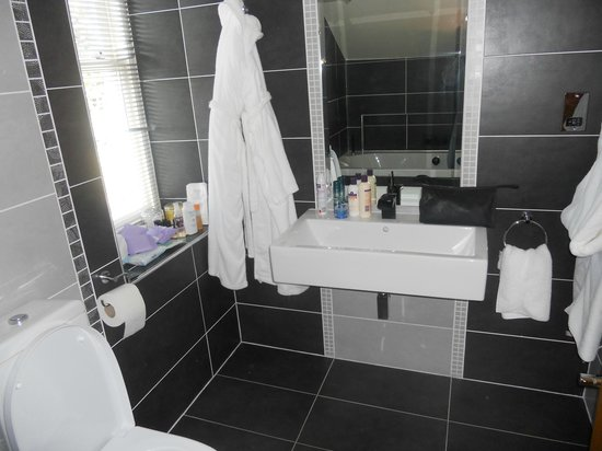 Cranleigh Boutique: Bathroom