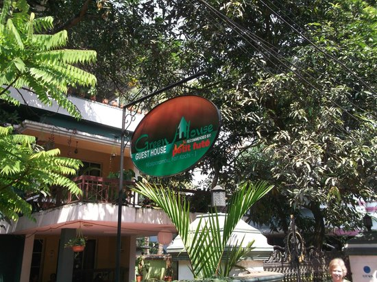 Green House Home Stay: Green House entrance