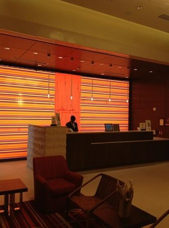 Hilton Garden Inn Atlanta Midtown: Front Desk (smile Olivia)