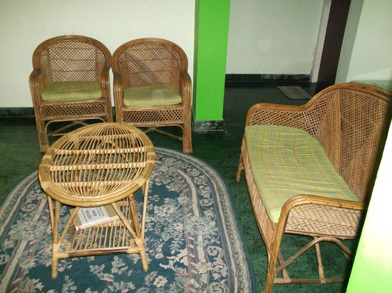Green House Home Stay: Communal seating area