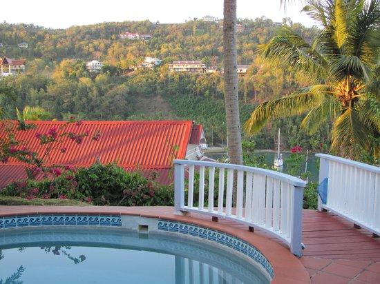 Oasis Marigot: Semi-private pool facing the Bay