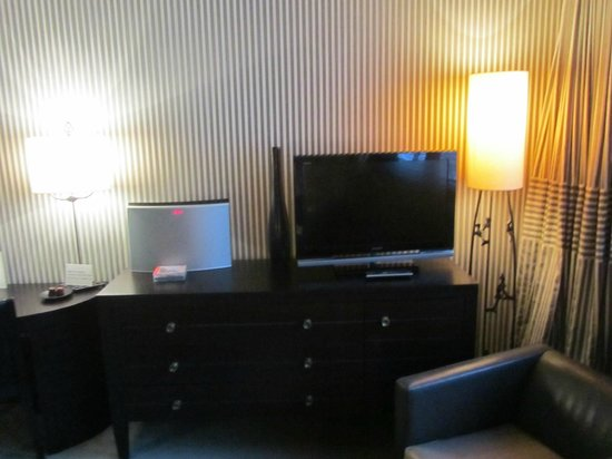 Hotel Square: Tv and CD player