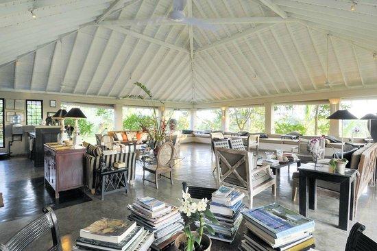 Kahanda Kanda: Living Pavilion