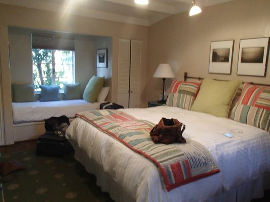Vagabond's House Inn: Room enough for three teens.