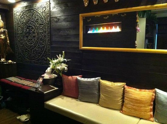 ERAWAN Thai Traditional Massage - Tokyo: Inside Erawan.