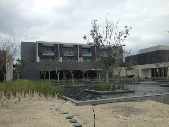 NIZUC Resort and Spa : reflection pool/lobby