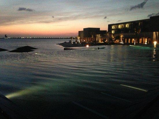 NIZUC Resort and Spa: family pool - at night