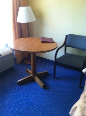 Seralago Hotel and Suites: cheap room.