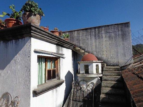 Posada San Sebastian: Steps to the rooftop deck