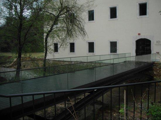 HD - Duecitania Design Hotel: Ponte de acesso ao hotel