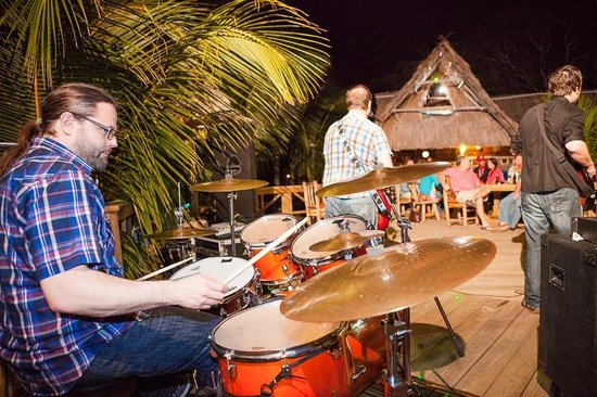 Tranquilseas Eco Lodge and Dive Center: great live music