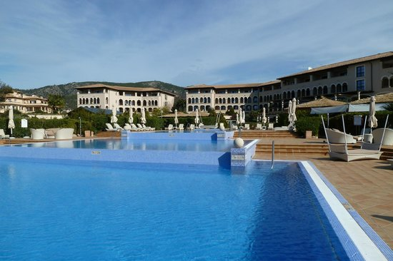 The St. Regis Mardavall Mallorca Resort: Meerwasserpool