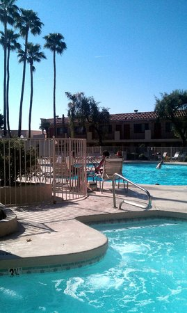 Ramada Mesa Phoenix East Area: hot tub and pool