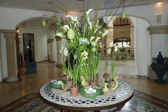 The St. Regis Mardavall Mallorca Resort: Osterdekoration