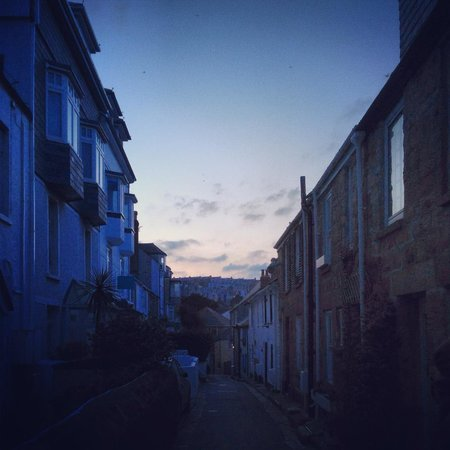 Trevose Harbour House: Street where it locates