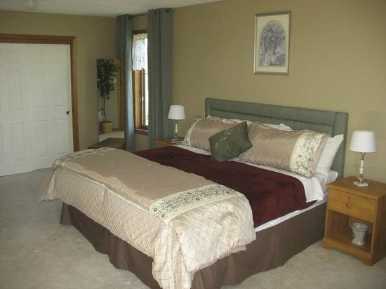 A Touch of Country Bed & Breakfast: The Meadow Suite