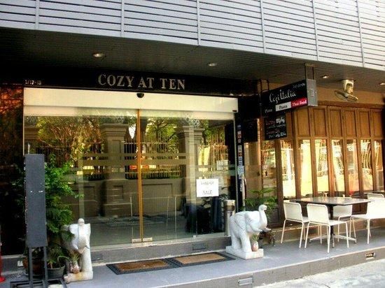 Cozy at Ten: ホテル入口