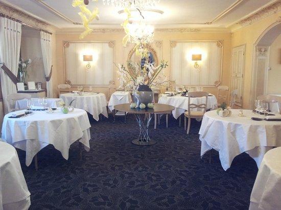 Hostellerie de la Pommeraie : salle à manger pour le dîner