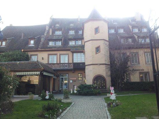 Hostellerie de la Pommeraie : l'Abbaye vue de la rue
