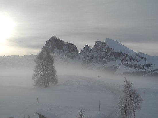 Hotel Icaro: misty winter sunrise through our bedroom window
