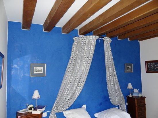 Le Manoir du Petit Saint Pierre : La chambre Bleu azur