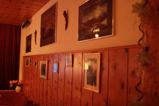 Eiger Guesthouse: unsere Fotogalerie im Arvenstübli