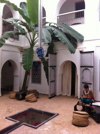 Riad O2 : Le patio avec décorations de noël