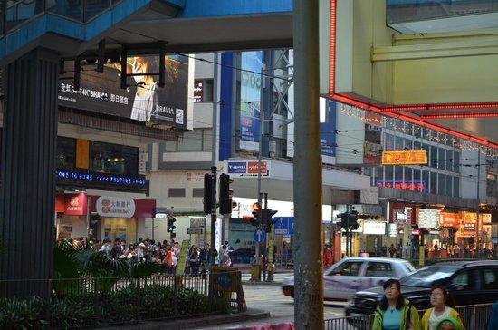 เยซินน์ คอสเวย์เบย์: view of hostel from exit b subway station causewaybay!