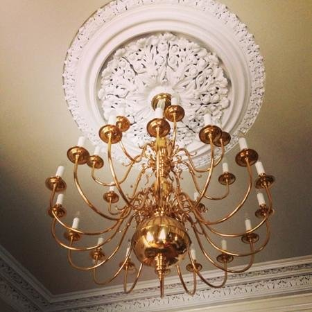 Roxford Lodge Hotel: chandelier