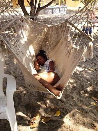 Malibu Beach Hostel : Despues de una rumba, descansar en la hamaca al aire libre riquisimo.