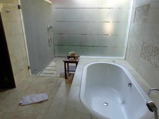 Villa Mahapala: bathroom - outside shower only