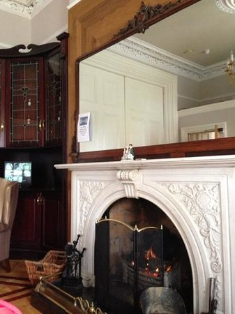 Roxford Lodge Hotel: the lounge