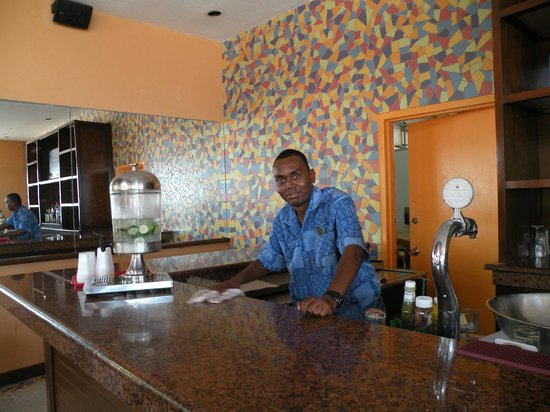 Sonesta Maho Beach Resort, Casino & Spa: The Palm Grill with Oran, our great barman!