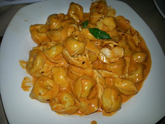 Westbury, NY: Tortellini amore delicious one of the best pasta dishes ever.