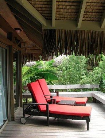 InterContinental Moorea Resort & Spa: Front porch of premium beach bungalow 315