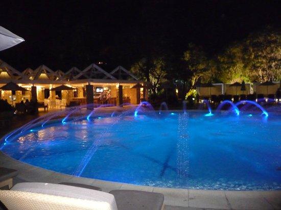La piscina de noche fotograf a de sheraton santiago hotel for Piscina hotel w santiago