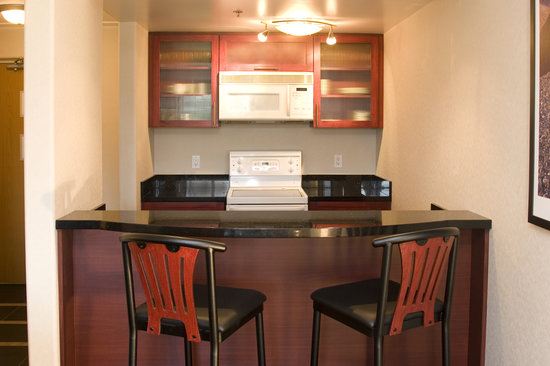 Woodlands Inn & Suites : Executive King Kitchen