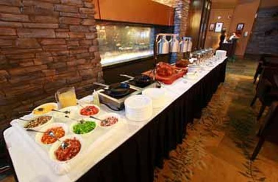 Sawridge Inn and Conference Centre Edmonton South: Sunday Brunch Buffet in Creations Restaurant