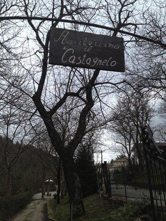 Montella, Italia: l'ingresso dell' agriturismo