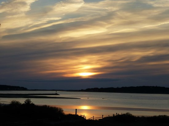 Oyster Cove B&B On Wellfleet Harbor: Every sunset is different.