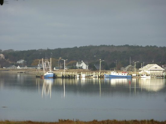 Oyster Cove B&B On Wellfleet Harbor: Fishing boats in dawn light.