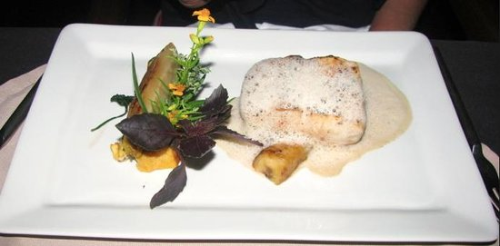 InterContinental Tahiti Resort & Spa: Fish with vanilla and flambeed bananas at Le Lotus