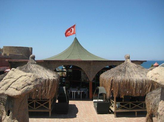 Didim Aquapark. Здесь в теньке можно отдохнуть