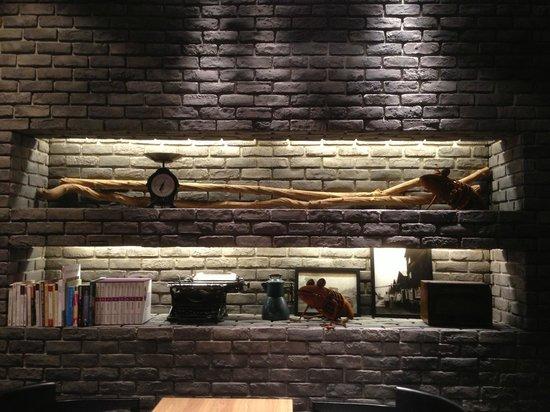 Hotel Dua: Lounge area decor