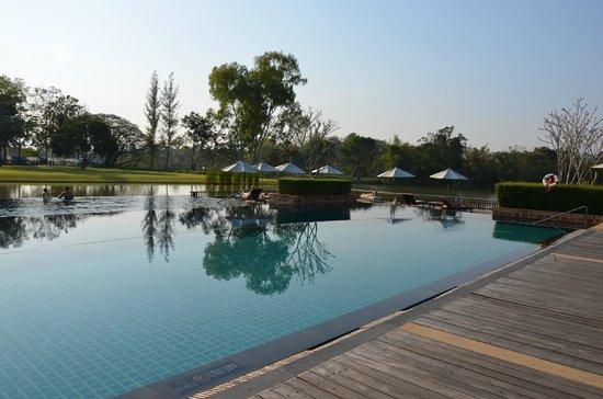Le Meridien Chiang Rai Resort : la piscine