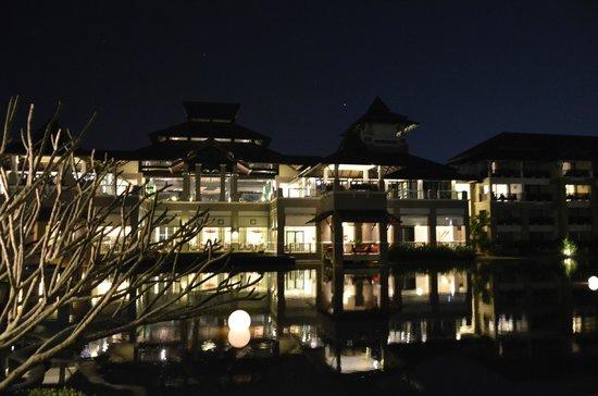 Le Meridien Chiang Rai Resort : Vue de nuit