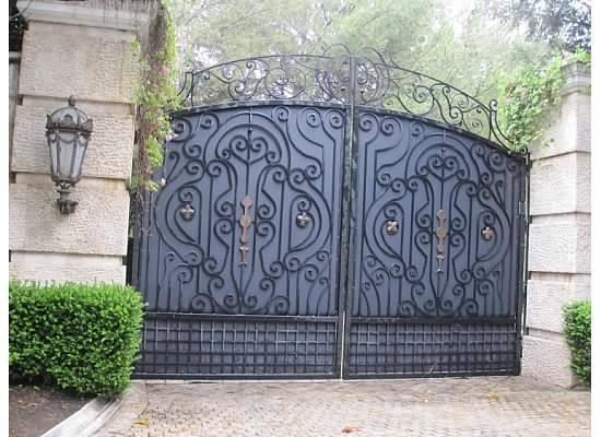 Dearly Departed Tours: Neverland gate