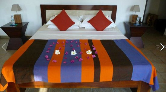 Shangri-Lanka Villa: decorated bed :)