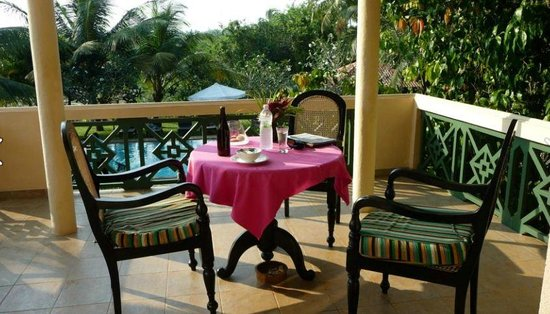 Shangri-Lanka Villa: Our lovey balcony