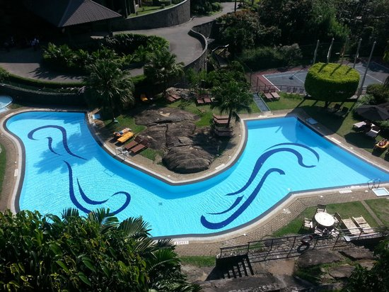 Earl's Regency: Pool View